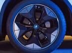 Nouvelle propulsion, nouvelles idées : pour réduire la consommation d'énergie, l'iX3 est équipée de jantes en alliage léger aérodynamiques. (Photo: BMW)